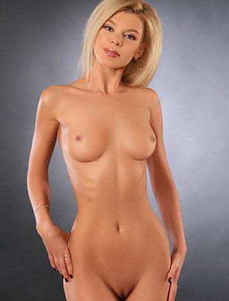 Красивая Блондинка Эротично Моется В Ванной