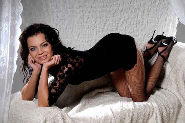 Мамка Улеглась На Диване В Одних Чулках Порно И Секс Фото С Мамашами И Мамочками