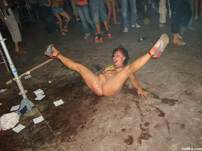 Фото пьяные бабы валяются на улице — 7