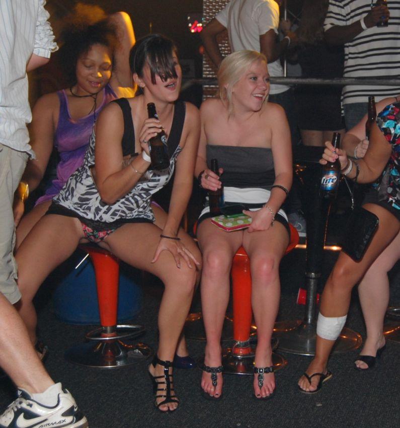 По юпкой в видио клуби дискотека ночном