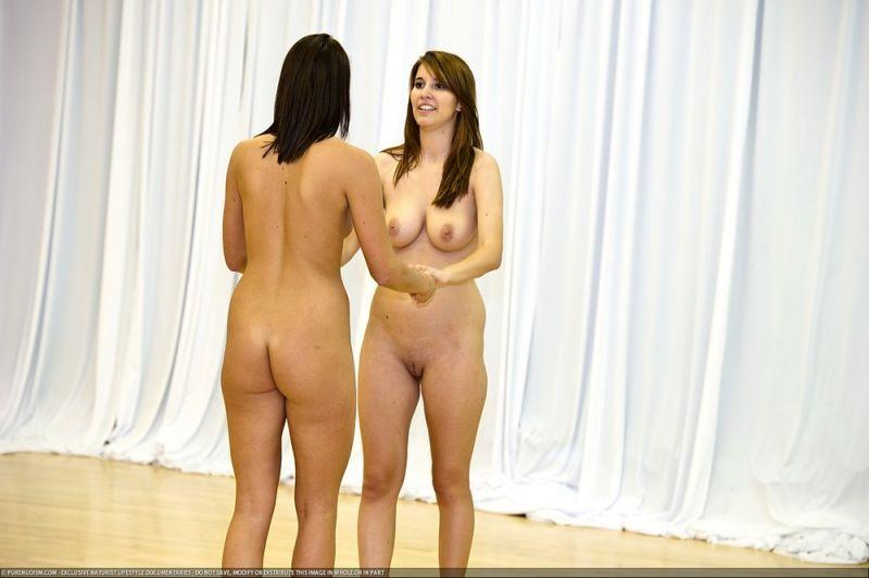 Видео как голые танцуют